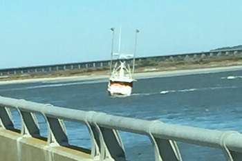 Commercial fishing boat runs aground in oregon inlet for Oregon inlet bridge fishing report