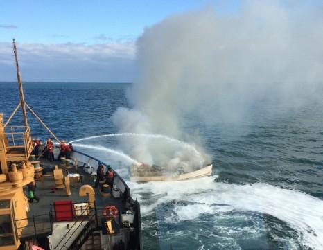 792057_boat-fire_2 (1)