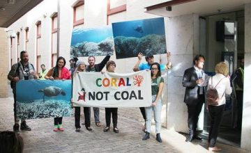 coral-not-coal-protest-at-india-finance-minister-arun-jaitley-visit-to-australia-5701d5a011c75