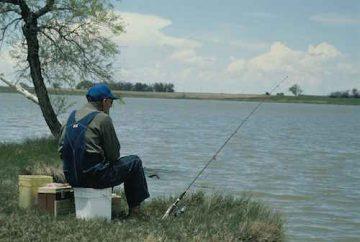 Old_man_fishing